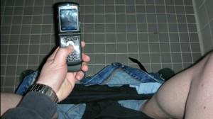 cellphone-bathroom