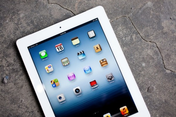 Novo iPad no asfalto.