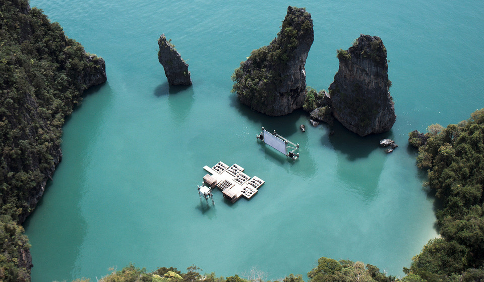 Cinema flutuante no mar tailandês.