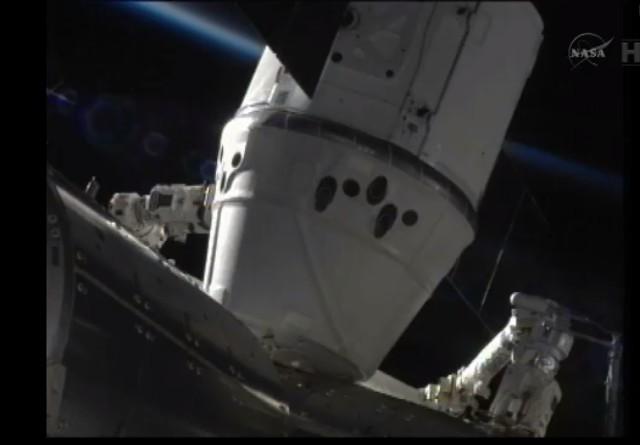 Dragon acoplada na ISS.