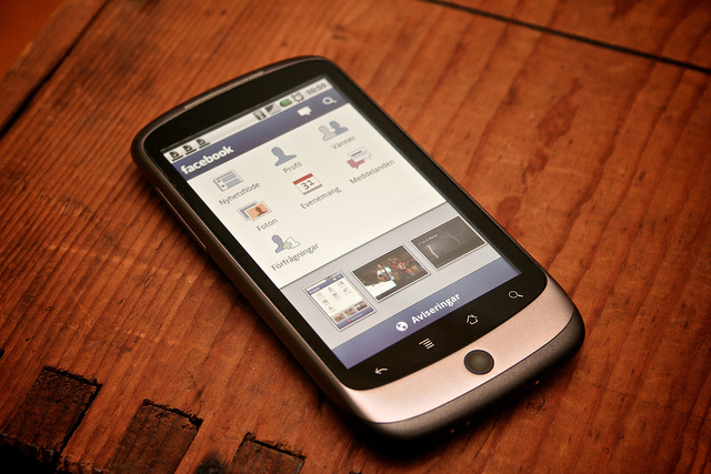 Facebook for Android em um HTC One.