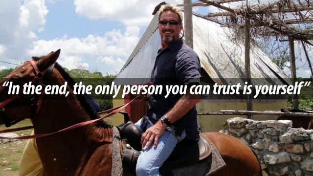 McAfee em seu cavalo.