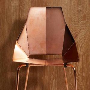Cadeira de cobre.