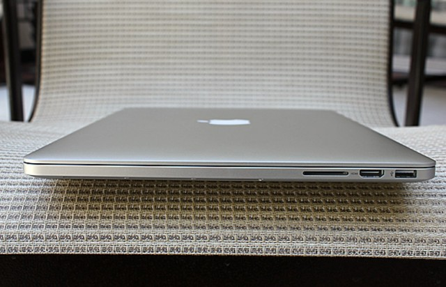 MacBook Pro fechado.