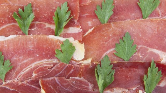 Por que é quase impossível criar carne artificial