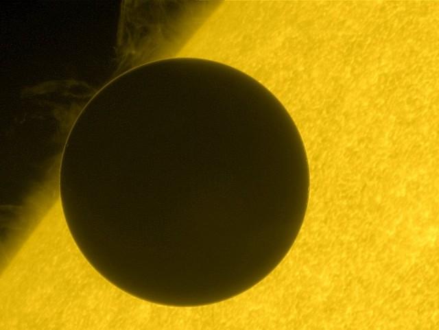 Foto do trânsito de Vênus tirada pela Hinode.