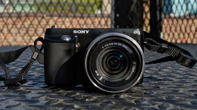 Sony NEX-F3.