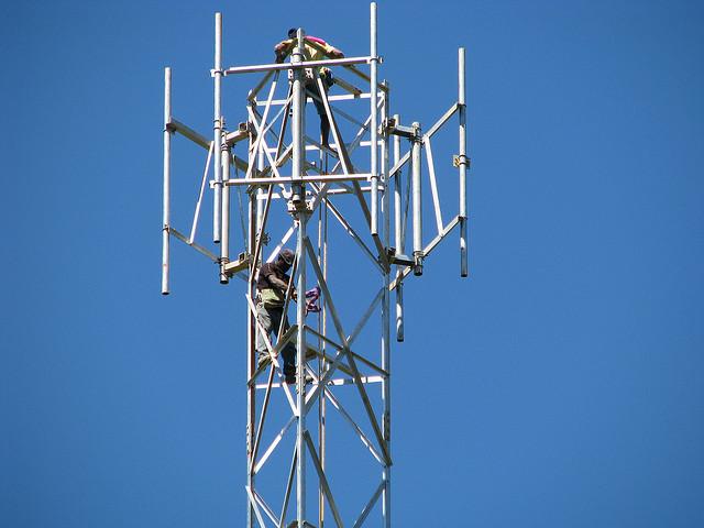 Antena de celular da Digicel.