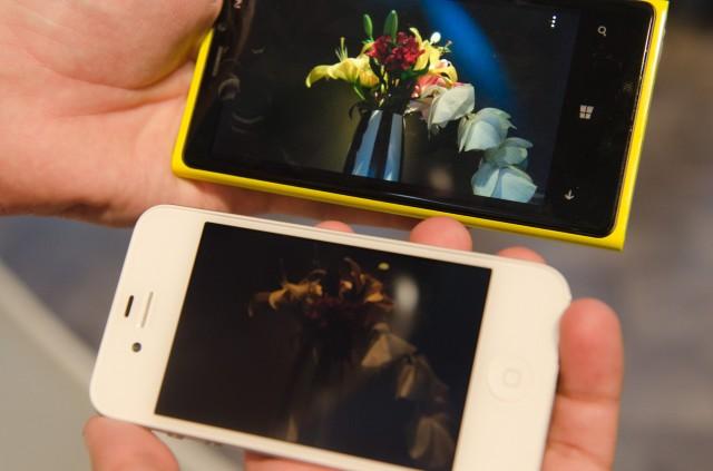Lumia 920 e iPhone 4S tiram uma foto.