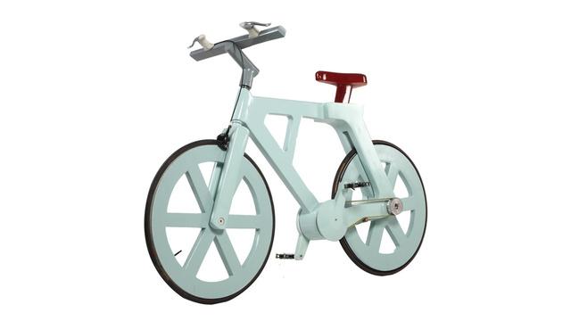 Alfa, a bicicleta de papelão.
