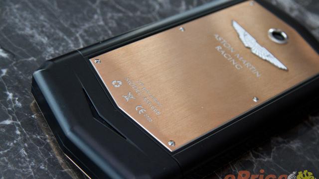 O celular da Aston Martin não lembra em nada seus carros.