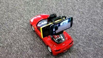 Carrinho de controle remoto cheio dos smartphone.