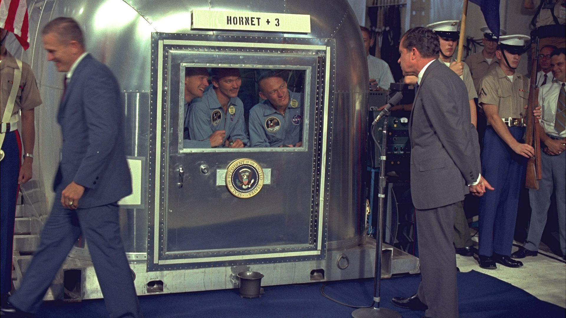 NIXON VIEWS APOLLO 11 CREW