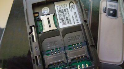 Celular chinês com dois SIM cards.