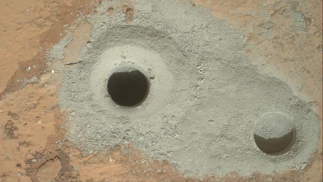 Um buraco em Marte.