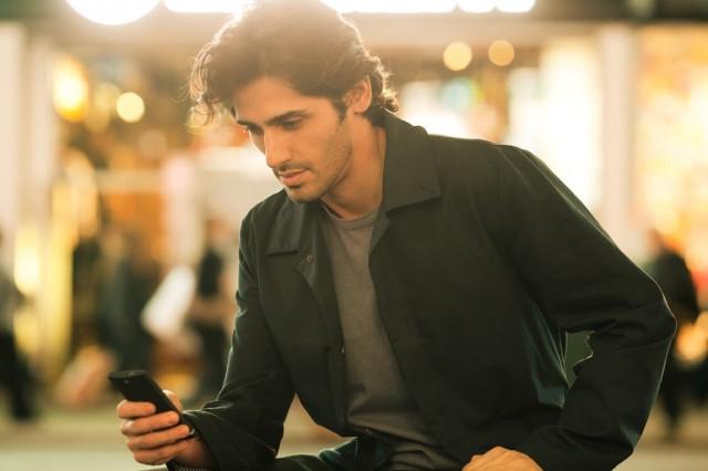 Sony-User-On-Smartphone