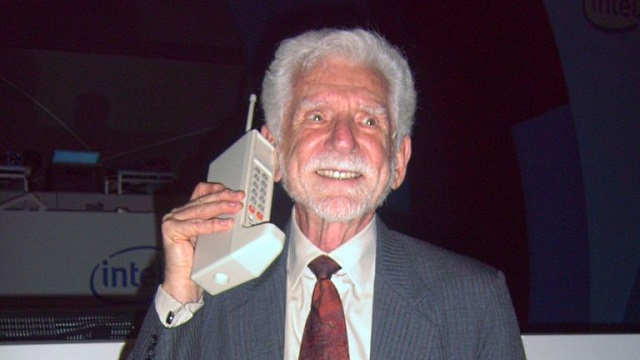 MartinCooper-first-cellphone