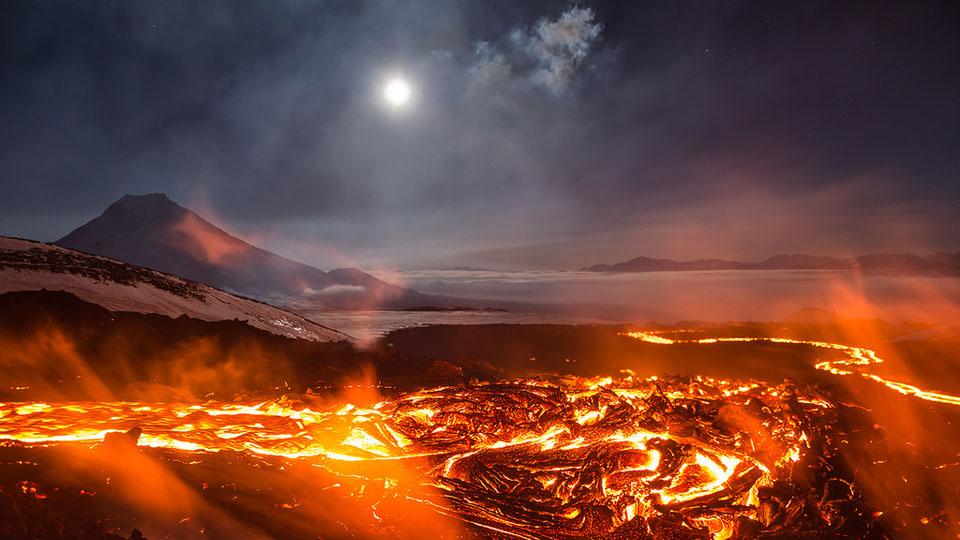 É razoável dizer que este vulcão russo se parece com Mordor