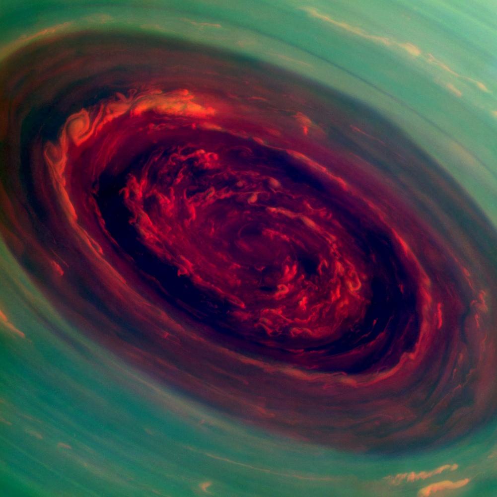 Este furacão de saturno é bastante assustador colorido artificialmente