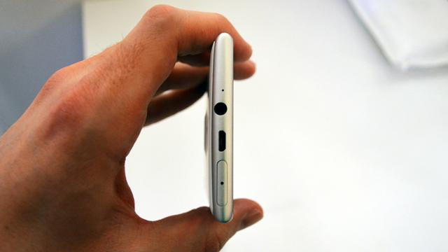Nokia-Lumia-925-6