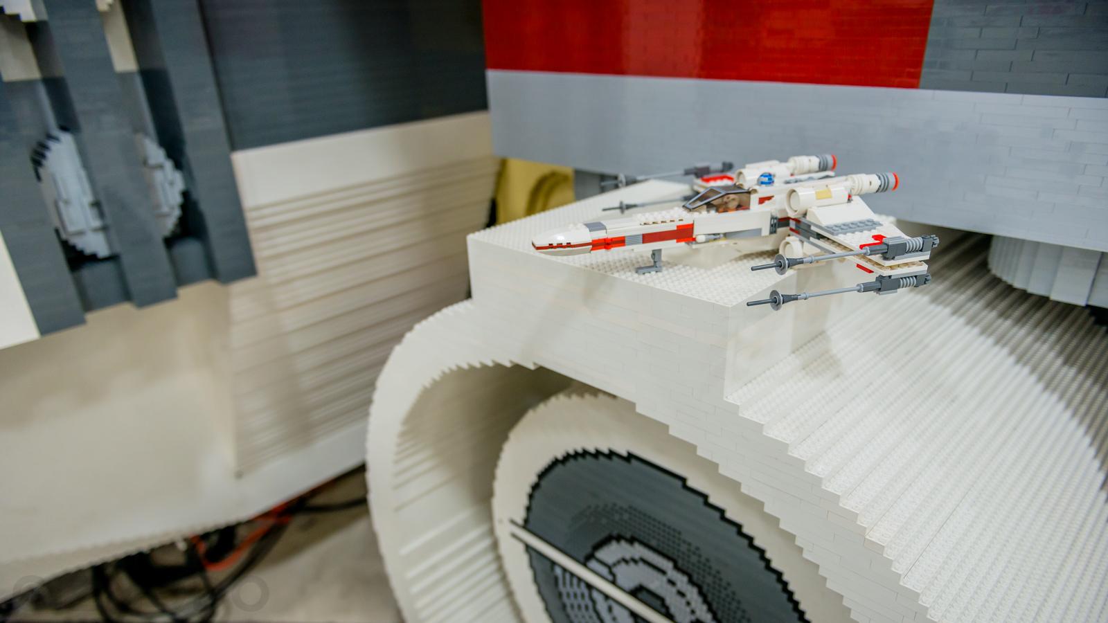 Esta X-Wing em tamanho real feita de Lego é o maior modelo da história