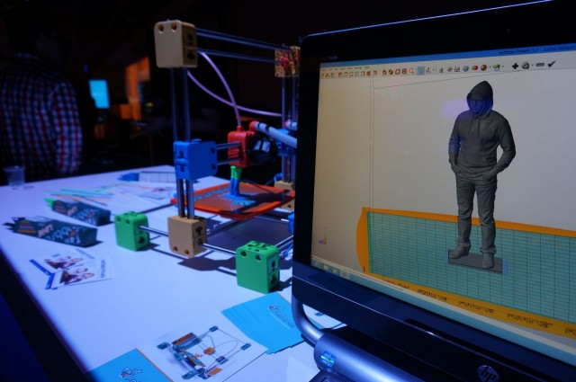 Fazendo um boneco com impressora 3D.