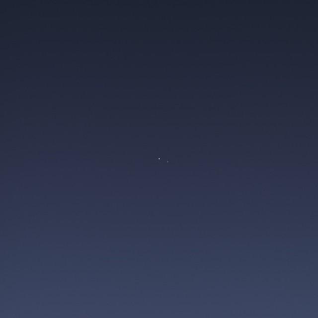 A Terra e a Lua. Consegue enxergá-las?