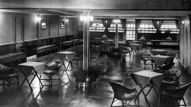 R 101 Lounge