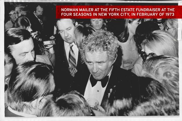 Norman Mailer durante o o evento para angariar fundos para o Quinto Estado no hotal Four Seasons de Nova York, em fevereiro de 1973.