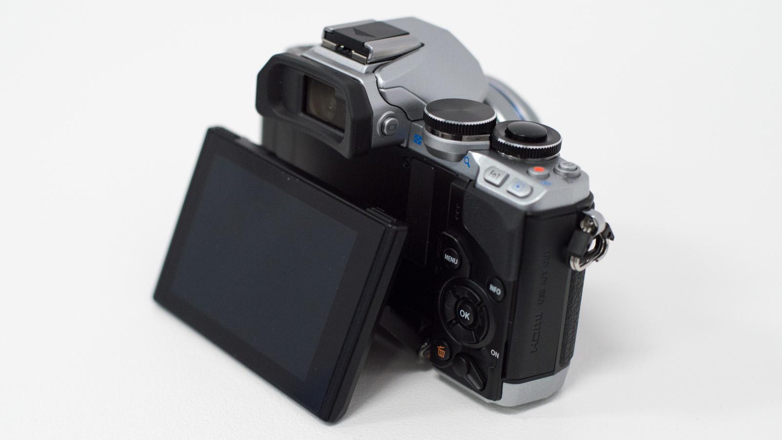 Olympus OM-D E-M10: uma câmera compacta e potente que custa menos do que você imagina