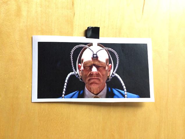 Esta foto estava presa na porta.