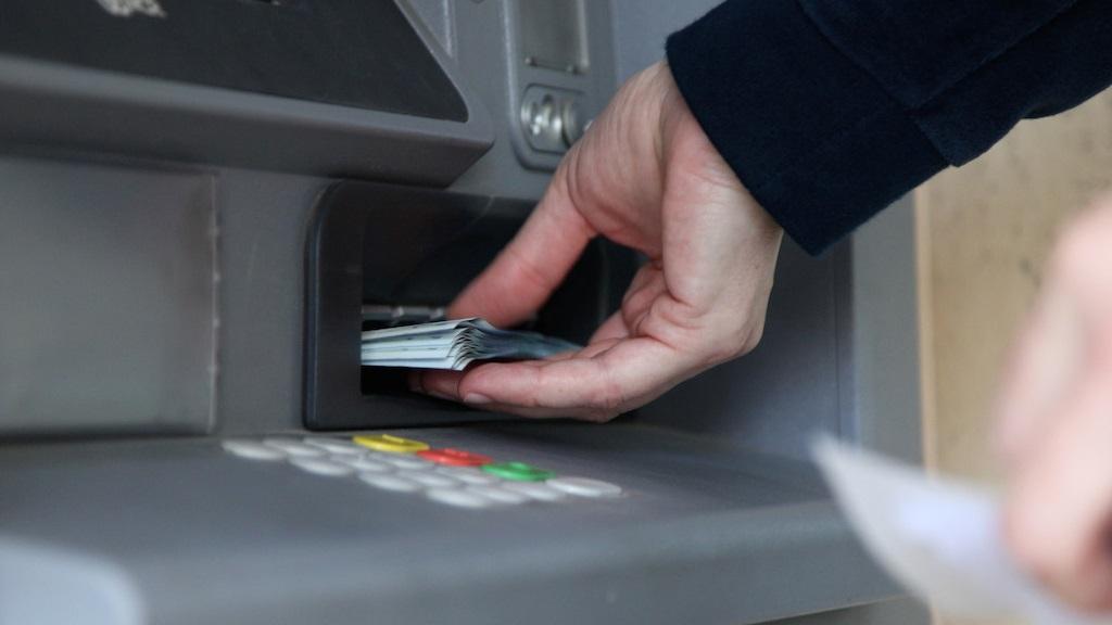 Hackers roubam US$ 40 milhões de caixas eletrônicos usando cartões falsos e malware