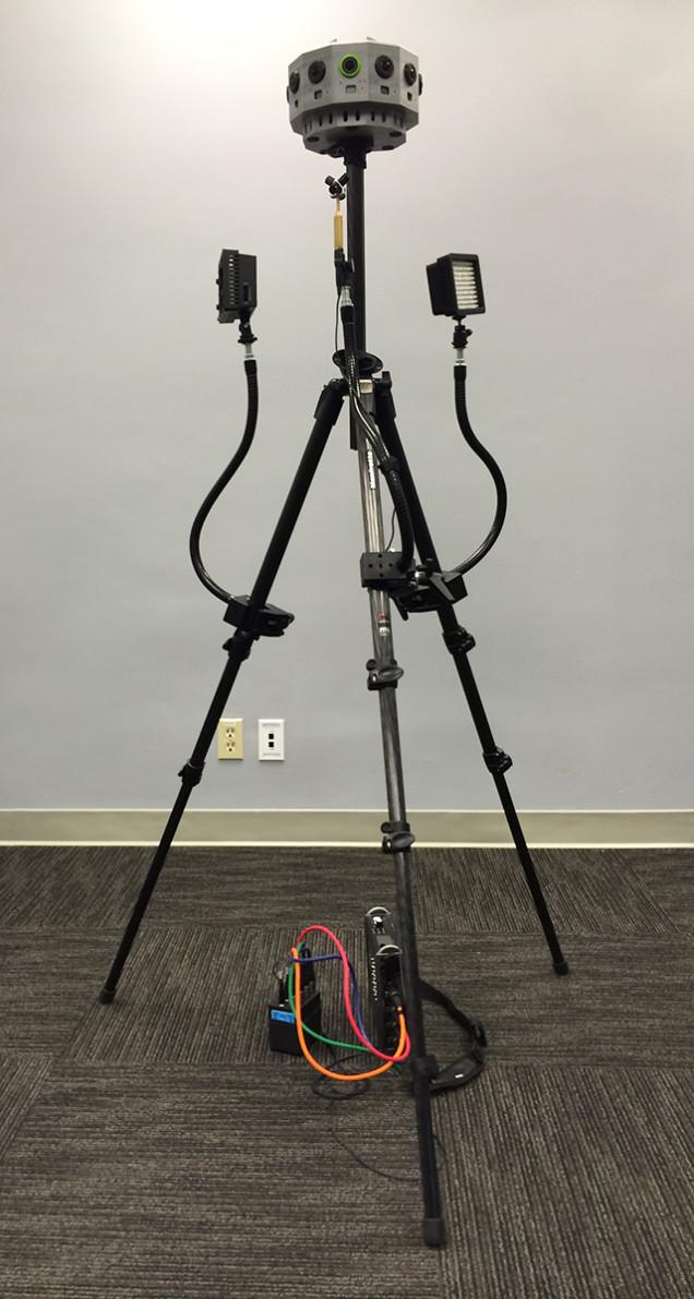 O protótipo mais próximo à coisa real que eles permitiram que eu fotografasse, com luzes e um microfone 3D.