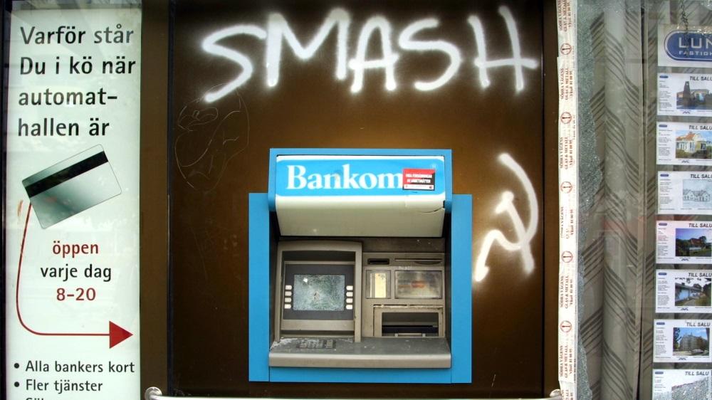 Pesquisadores criam um caixa eletrônico que espirra líquido fervente na cara de ladrões