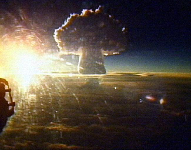 explosao bomba nuclear