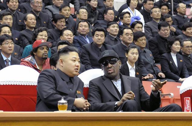 Até Kim Jong Un, o ditador muito louco da Coreia do Norte, precisa de um carisma pop a la Dennis Rodman neste século. Afinal, não são só as bombas que protegem um país... (Foto: Divulgação do governo da Coreia do Norte)