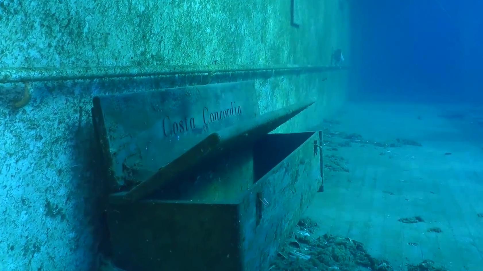 É assim que o Costa Concordia, cruzeiro que naufragou em 2012, está hoje