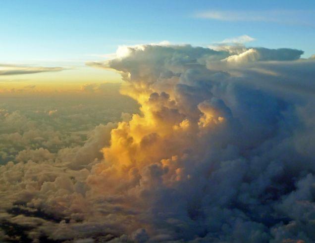 Os pilotos sempre vão ficar espertos quando virem cumulonimbus como essa.