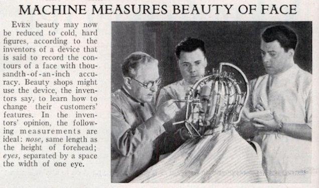 Max Factor (à esquerda) e seus assistentes analisam, em 1933, o rosto de uma mulher. Via ModernMechanix.com.