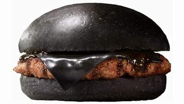 Você comeria esse hambúrguer com queijo preto?