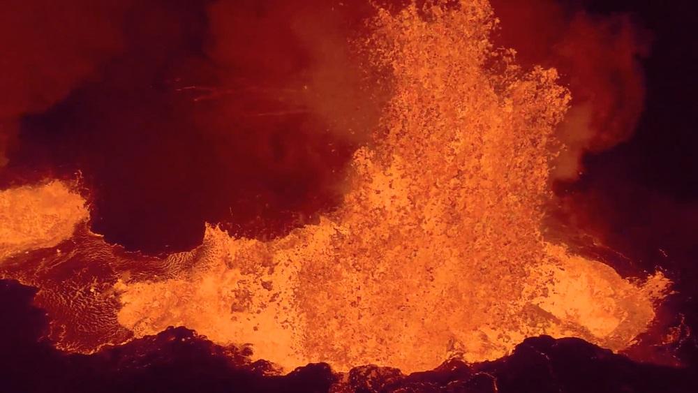 Uma câmera GoPro morreu para nos trazer este vídeo incrível de um vulcão em erupção