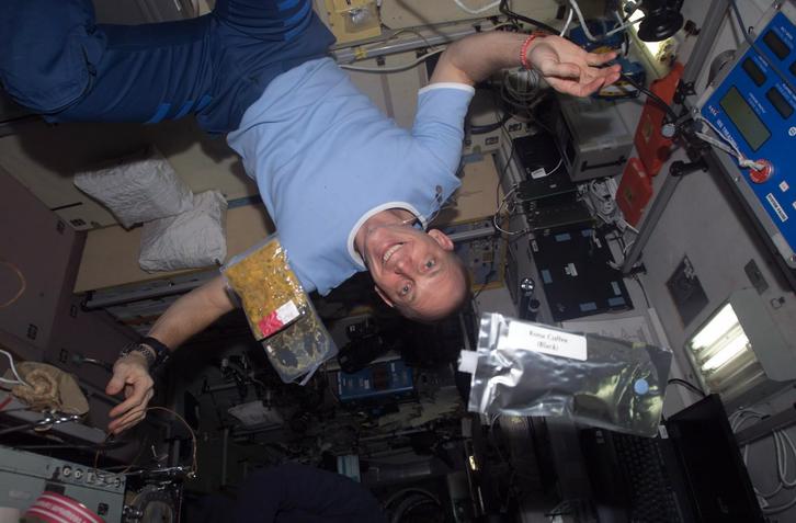 Dentro da Estação Espacial Internacional