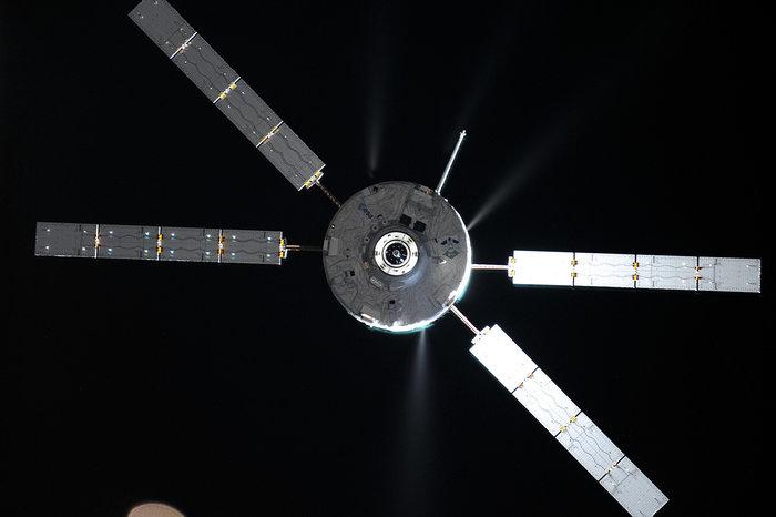 A nave ATV se aproximando da Estação Espacial Internacional