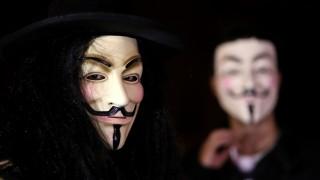 Anonymous - pessoas usam mascara de Guy Fawkes