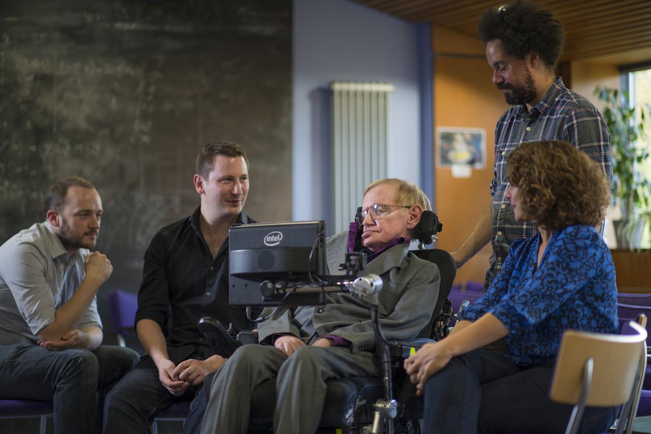 Como funciona o novo sistema que dá voz a Stephen Hawking, criado por Intel e SwiftKey