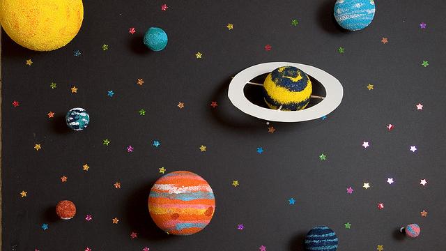 Cientistas descobrem réplica em miniatura do nosso sistema solar