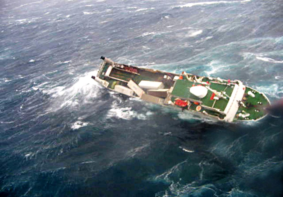 18 fotos de navios em apuros