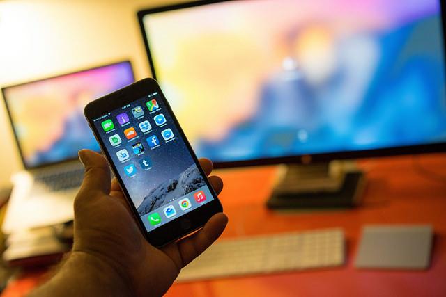 A conspiração: a Apple estraga o seu iPhone de propósito?