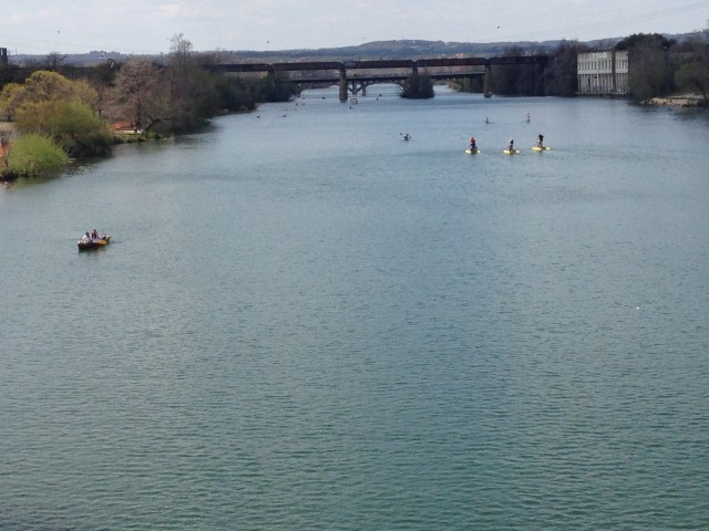 Rio Colorado, que corta o centro de Austin (foto: Leandro Beguoci)