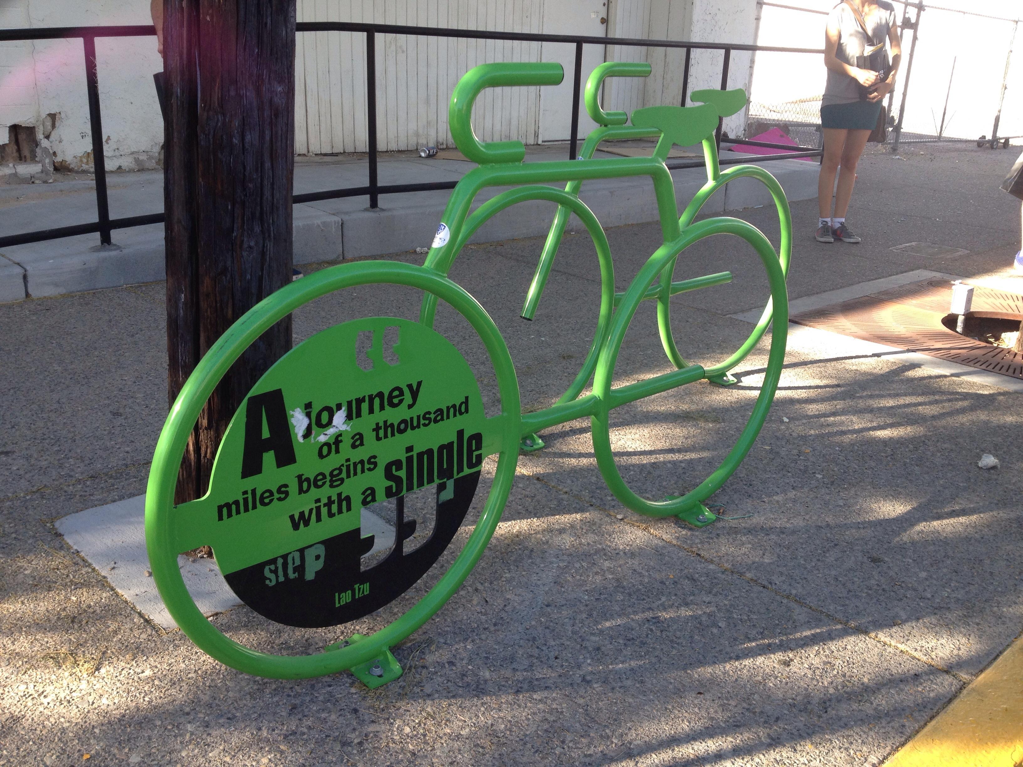 A cidade construída para receber carros começa, aos poucos, a receber as bicicletas (foto: Leandro Beguoci)